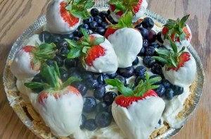 red, white and blueberry pie, strawberries, blueberries, 4th of july recipe, white chocolate