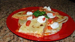 chicken quesadillas with tomatoes, sour cream, cilantro, salsa, party food, appetizer, how to make quesadillas, easy chicken recipe