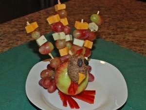 make your own fruit turkey, thanksgiving tabletop decor, edible turkey decoration, organize recipes online