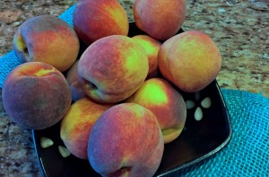 peaches in bowl on counter, peach recipes, healthy recipes, online recipe organizer