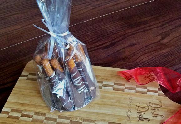 chocolate covered pretzels, diy gift recipe