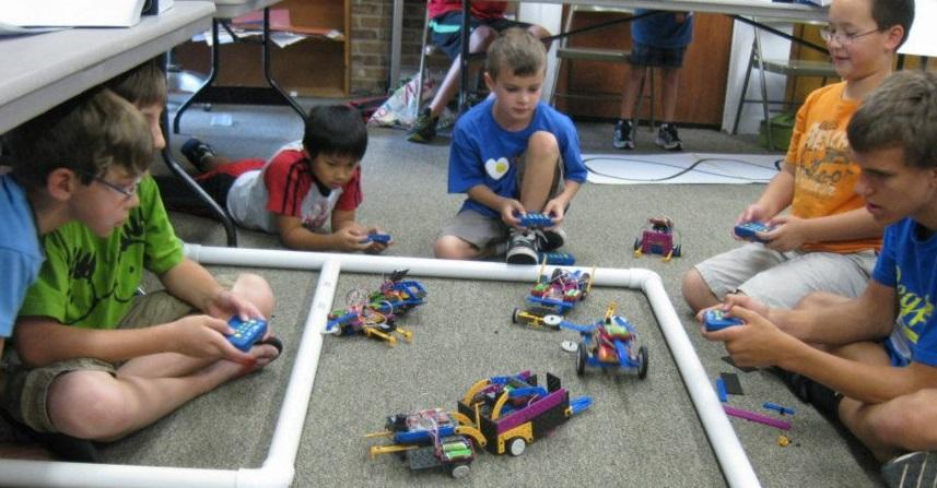 kids with battlebots competition, robots-4-u, summer camp