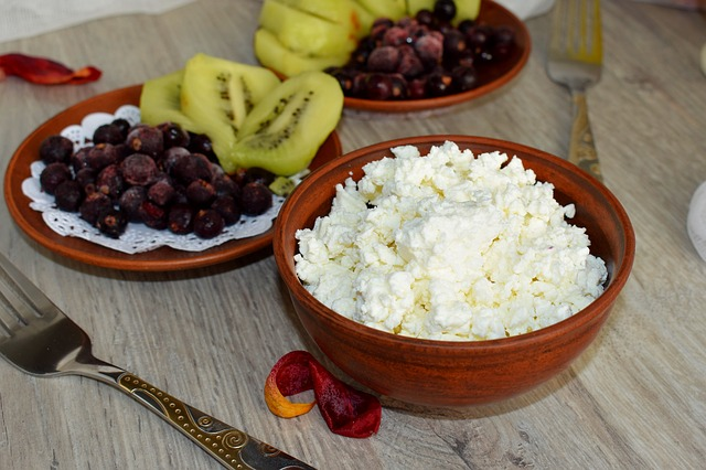 Cottage Cheese with Berries and Kiwi - Pixabay