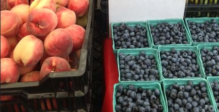 Peaches and Blueberries at Farmers Market - Flickr